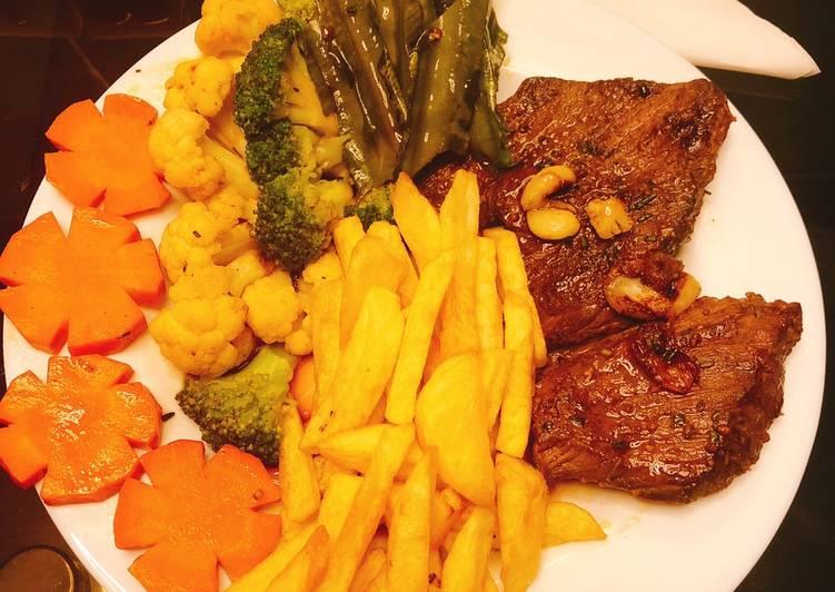 thịt thăn bò, Muối, tiêu, bơ, Khoai tây- cà rốt- súp lơ- đậu rồng tuỳ ý thích, Là rosemary (có bán ở siêu thị big c)